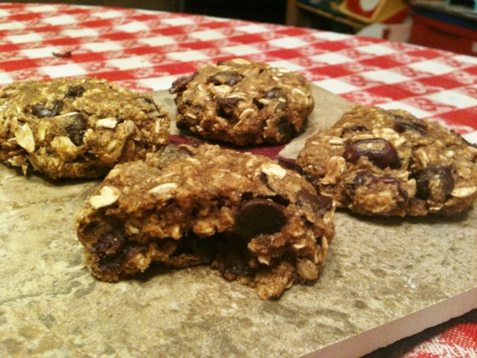 Heart Healthy Pumpkin Oatmeal Chocolate Chip Cookies -- Juggling With Julia